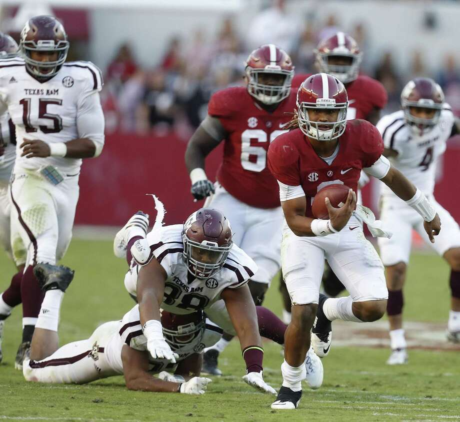 Alabama quarterback Jalen Hurts (2) runs for a 27-yard touchdown as Texas A&M linebacker Shaan Washington (33) and Kingsley Keke (88) tried to bring him down during the fourth quarter at Bryant-Denny Stadium on Oct. 22, 2016 in Tuscaloosa. Photo: Karen Warren /Houston Chronicle / 2016 Houston Chronicle