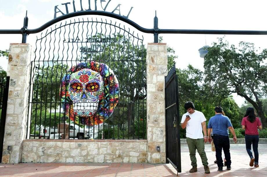Día de los Muertos celebra- tions are slated in the coming days in La Villita, Market Square and Main Plaza. Photo: Bob Owen / San Antonio Express-News / ©2016 San Antonio Express-News