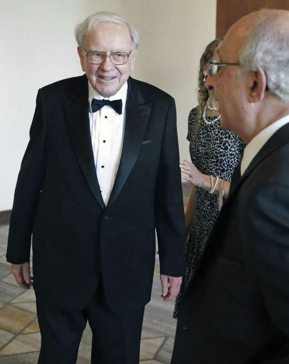 3. Warren Buffett is one of Byron Trott's biggest fans. Warren Buffett praised Trott publicly before, according to Business Insider. The two have worked together on a few deals and in 2007, Buffett had some high compliments for Trott, saying