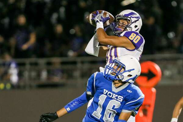 Brackenridge's Steven Martinez catches a 19-yard touchdown pass over Lanier's Julio Rodriguez during the second half of their District 28-5A high school football game at Alamo Stadium on Thursday, Oct. 27, 2016. Brackenridge beat Lanier 20-14. MARVIN PFEIFFER/ mpfeiffer@express-news.net