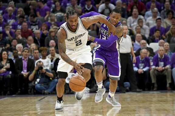 SACRAMENTO, CA - OCTOBER 27:  Kawhi Leonard #2 of the San Antonio Spurs steals the ball and breaks away from Ben McLemore #23 of the Sacramento Kings during the third quarter of an NBA basketball game at Golden 1 Center on October 27, 2016 in Sacramento, California. NOTE TO USER: User expressly acknowledges and agrees that, by downloading and or using this photograph, User is consenting to the terms and conditions of the Getty Images License Agreement.  (Photo by Thearon W. Henderson/Getty Images)