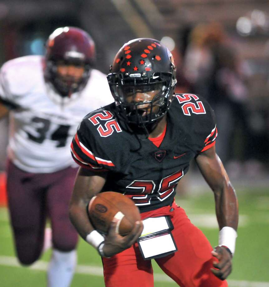 Memorial Titans running back Elijah Hines is leading District 22-5A with 1,142 yards and 14 touchdowns on 123 carries. (Mike Tobias/The Enterprise) Photo: Mike Tobias/The Enterprise