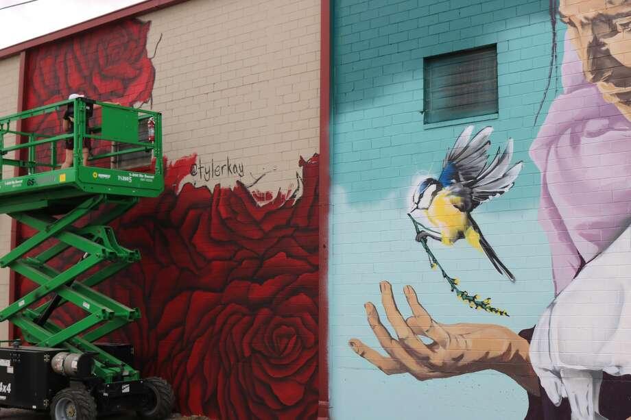 Street Art:Tyler Kayat the HUE Mural Festival 2016 in Houston.