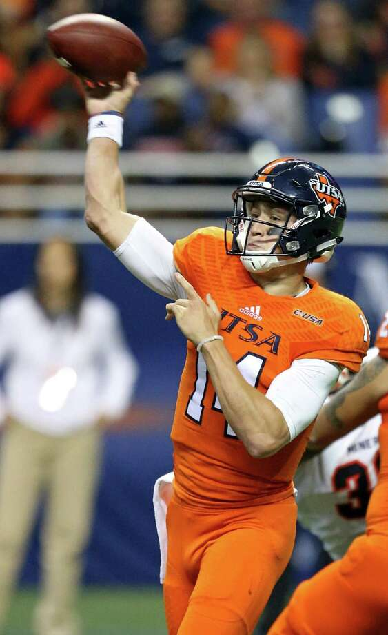 UTSA quarterback Dalton Sturm passes during the first half against UTEP on Oct. 22, 2016, in San Antonio. Photo: Edward A. Ornelas /San Antonio Express-News / San Antonio Express-News