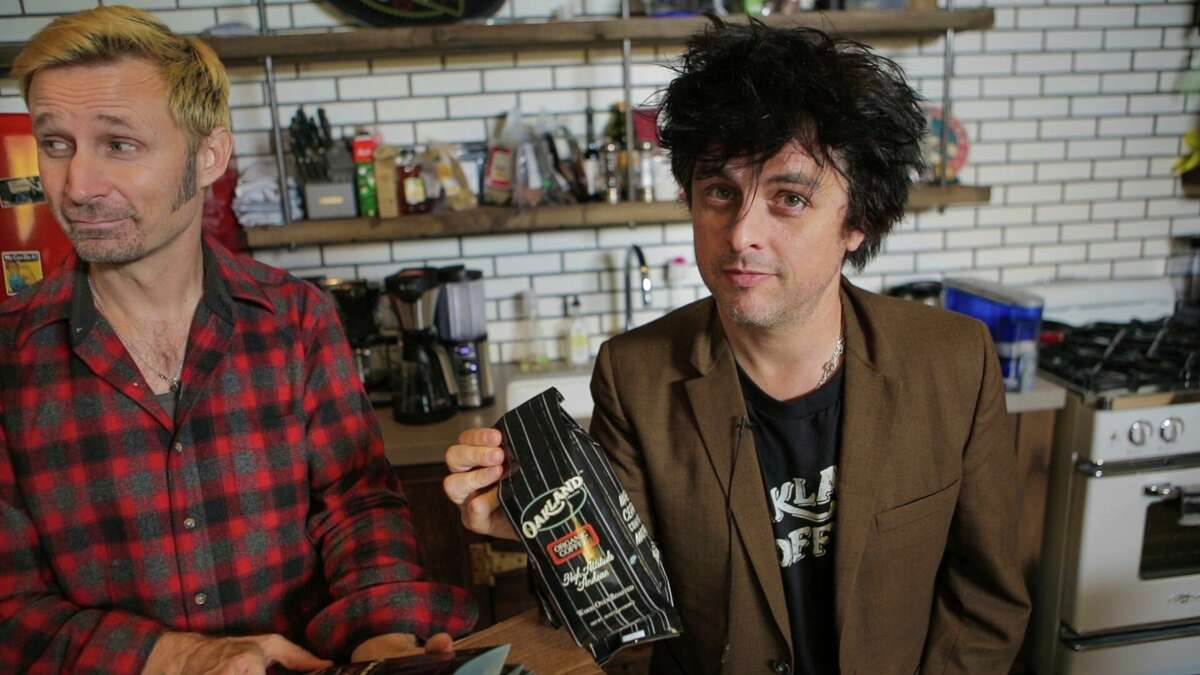 Mike Dirnt (left) and Billie Joe Armstrong (right).