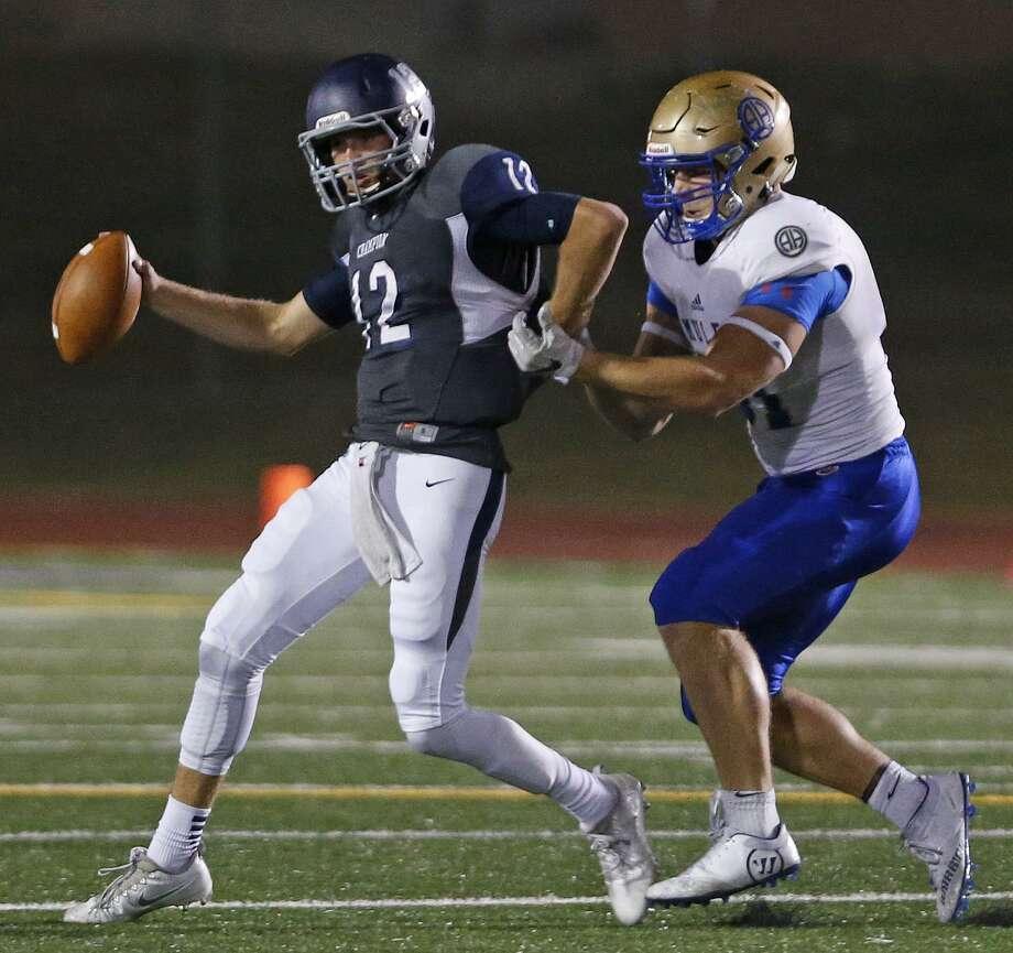 Alamo Heights' Aaron Ochoa sacks Boerne Champion quarterback Davis Brin on Oct. 28, 2016 Photo: Ron Cortes /For The Express-News