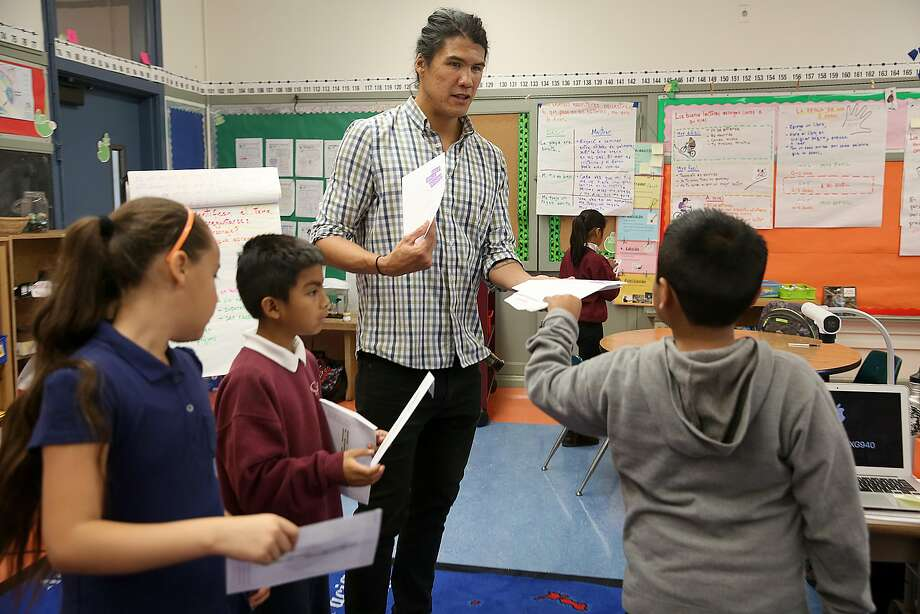 Cleveland Elelmentary school teacher Fernando Che hands word envelopes to his third graders including on Thursday, October 27, 2016, in San Francisco, Calif. Photo: Liz Hafalia, The Chronicle