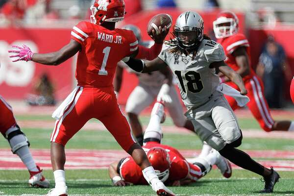 UCF Knights linebacker Shaquem Griffin (18) threatens Houston Cougars quarterback Greg Ward Jr. (1) as he prepared to pass the ball during the fourth quarter of a college football game at TDECU Stadium, Saturday,Oct. 29, 2016 in Houston.