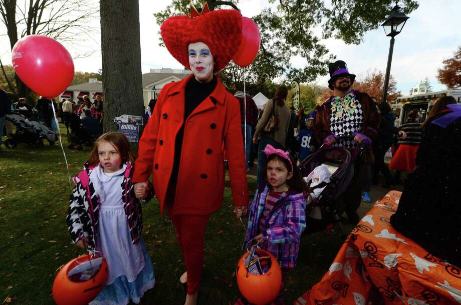 Nicole and Dan Grossman and their daughters, Lilian, Regan and Philomina join The Wilton Chamber of Commerce annual trick-or-treating and pumpkin parade in Wilton Center Saturday, October 29, 2016, in Wilton, Conn.. Photo: Erik Trautmann / Hearst Connecticut Media / Norwalk Hour