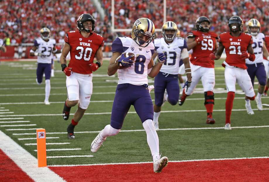 Washington punt returner Dante Pettis scores a touchdown against to put the Huskies ahead in the second half at Utah. Photo: Rick Bowmer, Associated Press