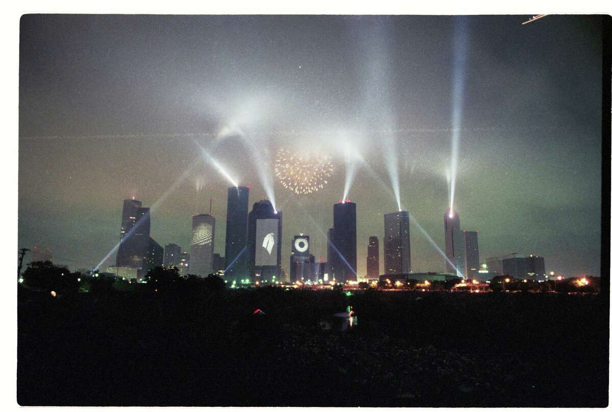 CONTACT FILED: LASER SHOW-HOUSTON. 04/05/1986 - Fireworks burst over the Houston skyline, laser beams play through the night sky and the city's buildings become screens for slides during Jean-Michel Jarre's