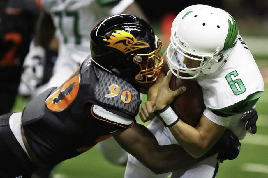 UTSA's Eric Banks tackles North Texas' Darius Turner during the game between the UTSA Roadrunners and the North Texas Mean Green at the Alamodome in San Antonio, Texas on Saturday, October 29, 2016. UTSA defeated North Texas 31-17. Photo: Matthew Busch, For The San Antonio Express-News / For The San Antonio Express-News / © Matthew Busch