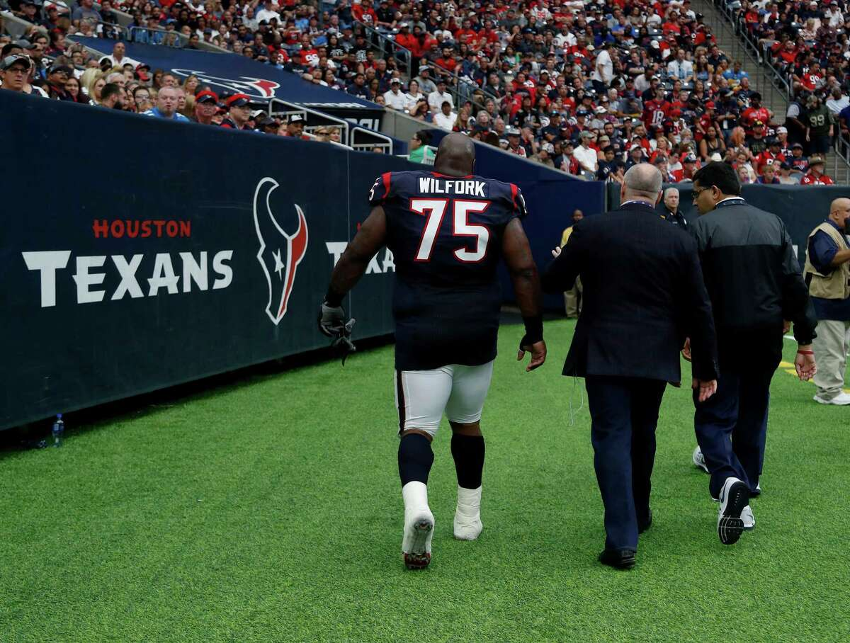 Houston Texans nose tackle Vince Wilfork (75) walks back to the locker room during the third quarter an NFL football game at NRG Stadium, Sunday,Oct. 30, 2016 in Houston.