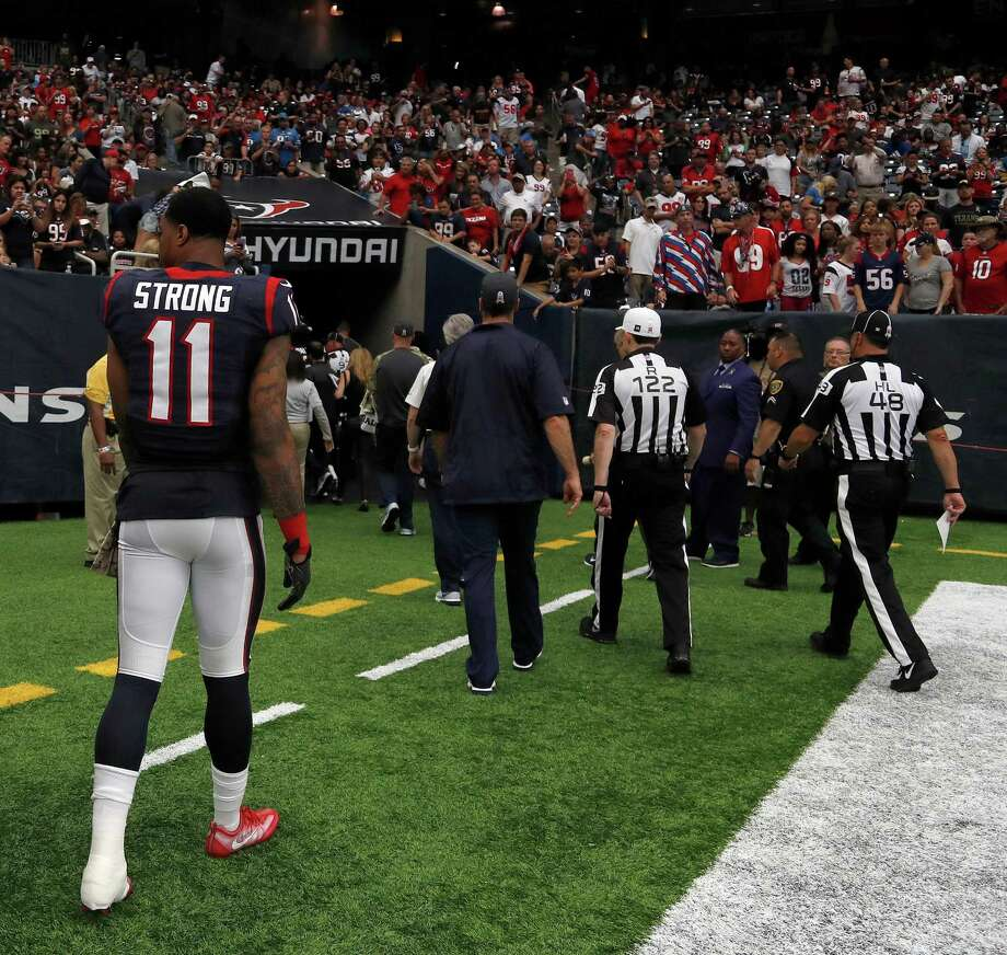 Houston Texans wide receiver Jaelen Strong (11) walks back to the locker room after an injury at the end of the second quarter an NFL football game at NRG Stadium, Sunday,Oct. 30, 2016 in Houston. Photo: Karen Warren, Houston Chronicle / 2016 Houston Chronicle
