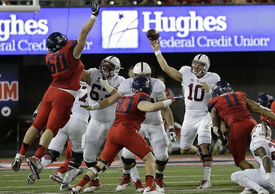 Keller Chryst  completed 14 of 30 passes for 104 yards in his debut as the starting quarterback. Photo: Rick Scuteri, Associated Press