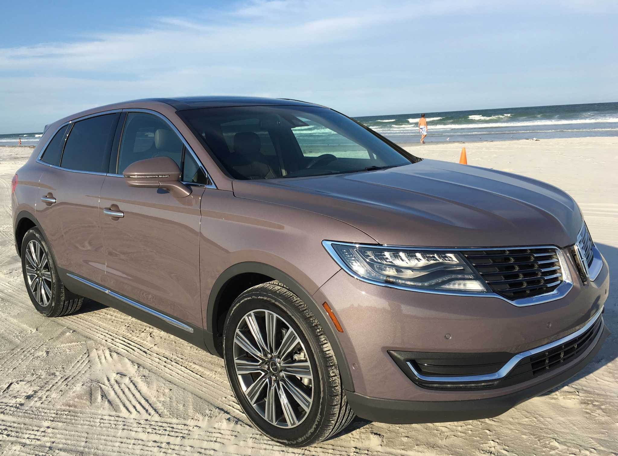 Lincoln updates the MKX luxury crossover with new styling