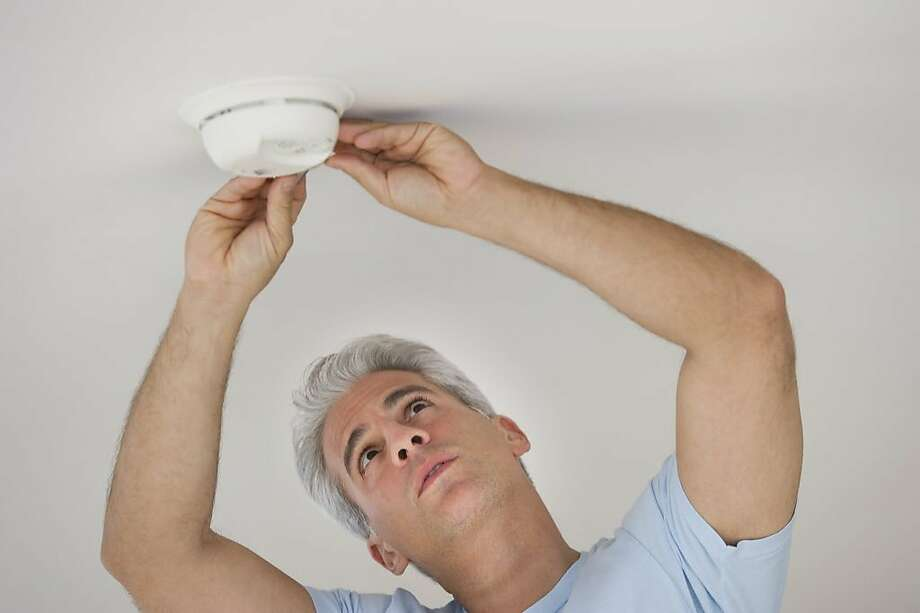 It's time to change your smoke alarm battery. Photo: Tetra Images, Getty Images/Tetra Images RF