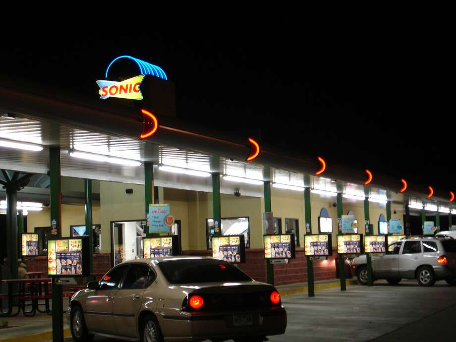 A Sonic Drive-In located in Mississippi is asking patrons not to smoke weed in their parking lot. Photo: Belinda Hankins Miller/Wikimedia Commons