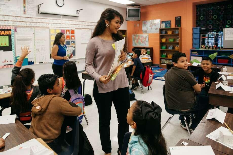 Palo Alto College freshman Abigail Macias teaches during a Junior Achievement lesson plan on finances Friday Oct. 28, 2016 during the weekly student teaching by Palo Alto College students at Bellaire Elementary School. Photo: Julysa Sosa/For The San Antonio Express-News