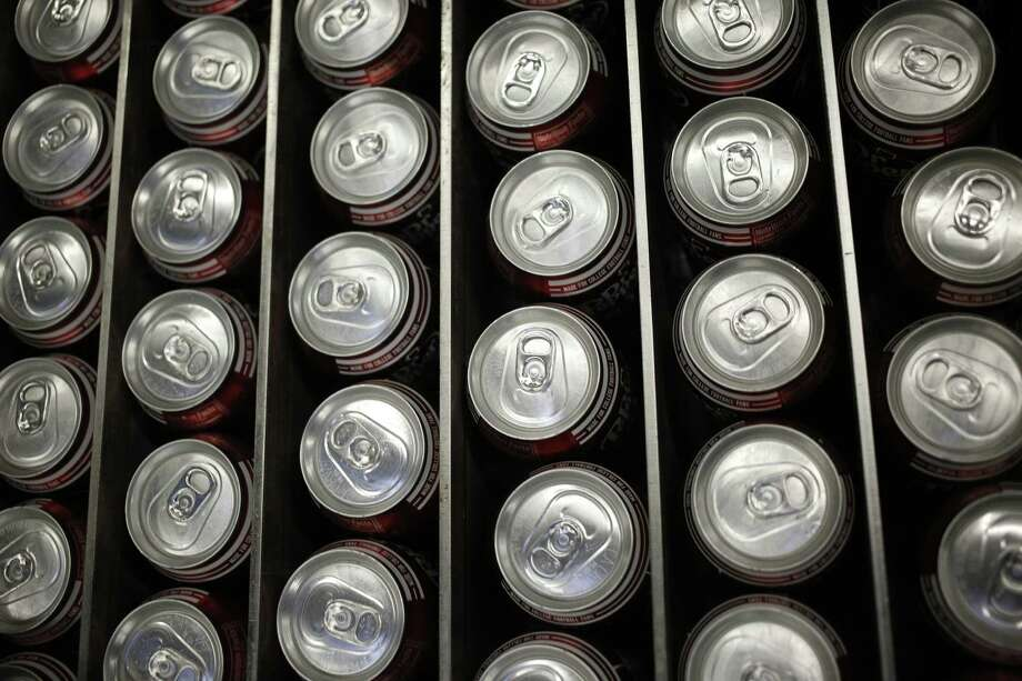 Cans of Dr. Pepper soda move down a conveyor belt after being filled at the Dr. Pepper Snapple Group Inc. bottling plant in Irving, Texas, U.S., on Tuesday, Oct. 25, 2016. Dr. Pepper Snapple Group Inc. is scheduled to release earnings figures on October 27. Photographer: Luke Sharrett/Bloomberg Photo: Bloomberg / © 2016 Bloomberg Finance LP