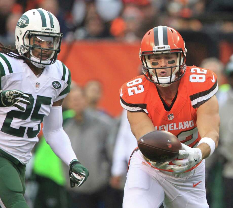 Cleveland Browns tight end Gary Barnidge makes a catch in front of New York Jets' Calvin Pryor during the first quarter on Sunday, Oct. 30, 2016 at FirstEnergy Stadium in Cleveland, Ohio. The Browns lost the game 31-28. Photo: Phil Masturzo, TNS / Akron Beacon Journal