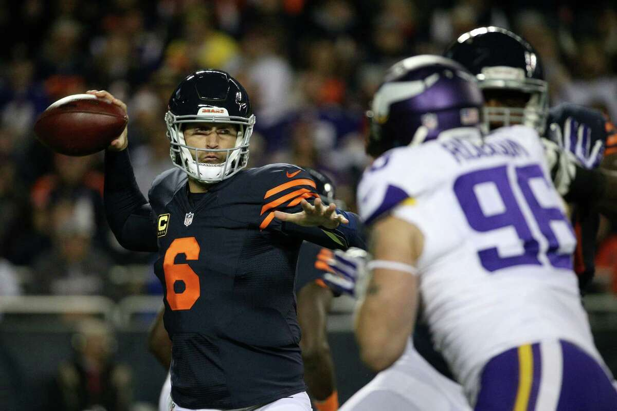 Chicago Bears quarterback Jay Cutler (6) looks to make a pass against the Minnesota Vikings during the first half on Monday, Oct. 31, 2016 at Soldier Field in Chicago, Ill.