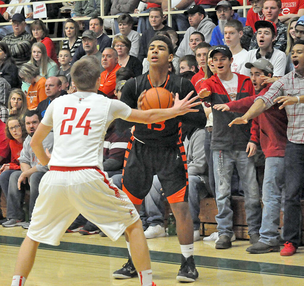 BOYS BASKETBALL Edwardsville holds off Centralia to win title