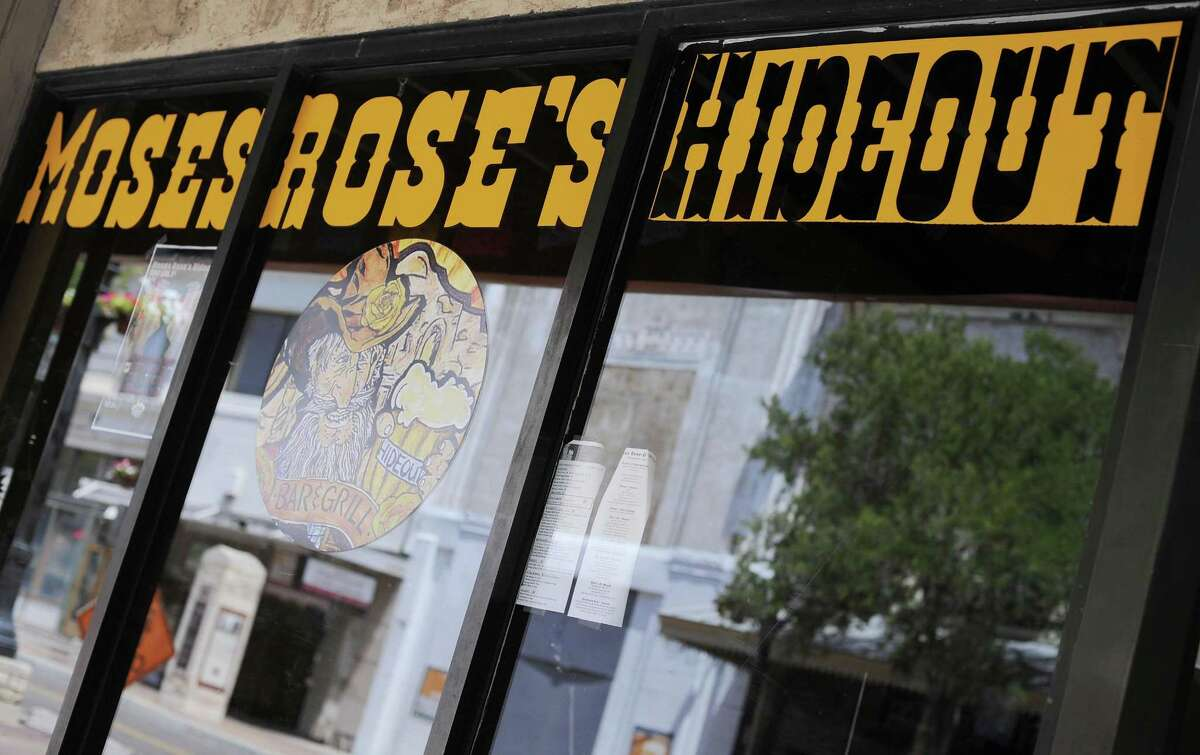 Moses Roses will be part of the Valero Alamo Bowl Pub Crawl Monday night.