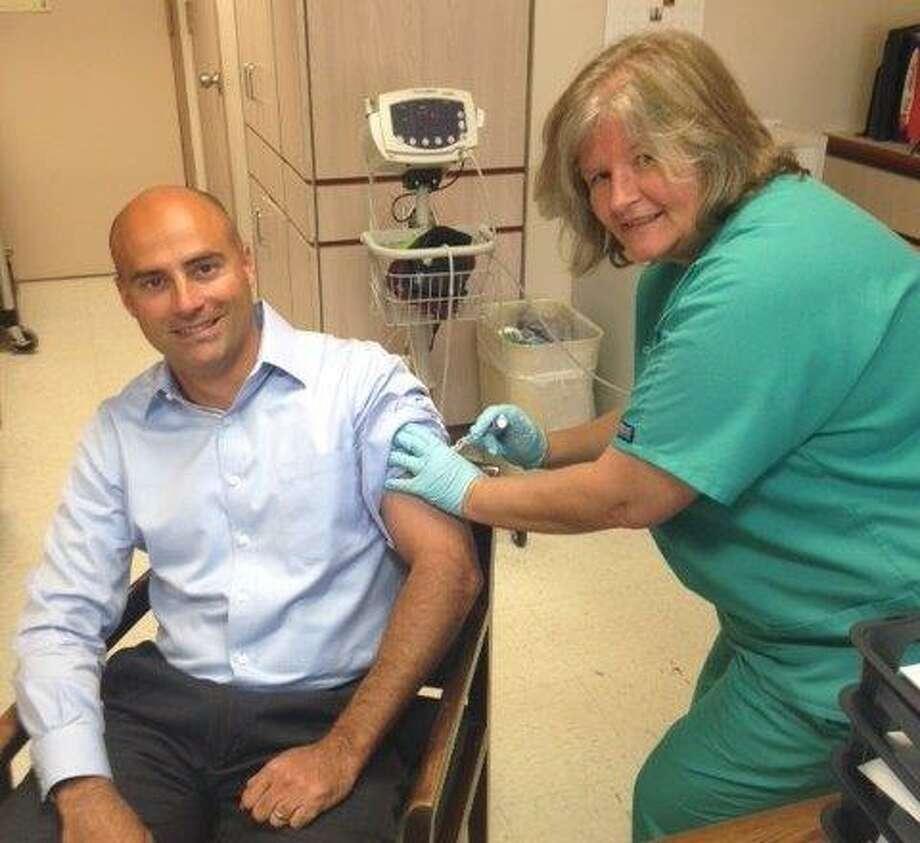 Memorial Hermann Northeast CEO Heath Rushing receives his flu vaccination from occupational health nurse Marlene McNatty. Photo: LynAnn Centofanti