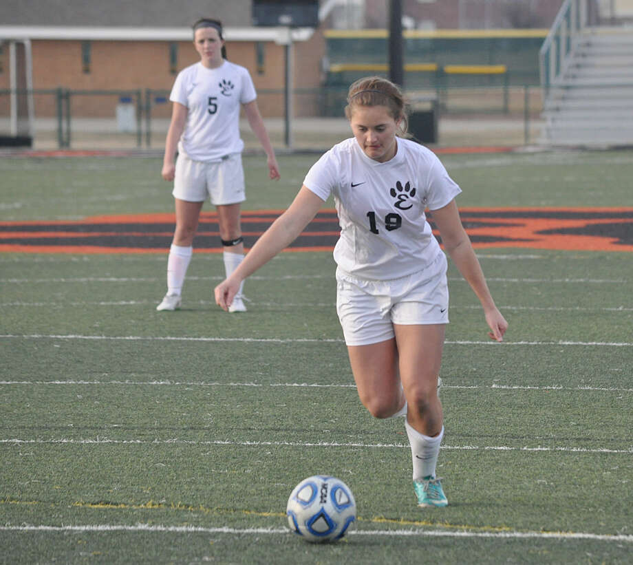 Edwardsville junior Jane Ann Crabtree controls the ball during a game at the Metro Cup early this season. Photo: Matthew Kamp/For The Intelligencer