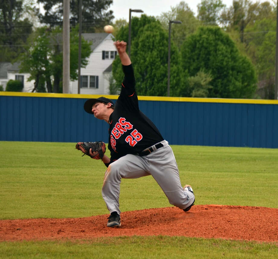Edwardsville's Tyler Hosto delivers a pitch on the way to a five-inning perfect game against Jonesboro, Ark., on Saturday in the Dinger Wood Bat Classic at Mayfield, Ky. Photo: For The Intelligencer