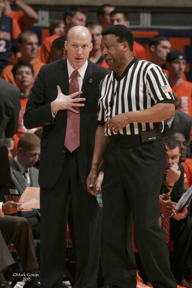 Hightower talks with Illinois head coach John Groce during a '12-13 contest. Photo: For The Intelligencer By Submission