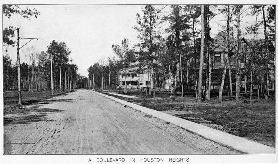 1900: A boulevard in Houston Heights, TX. from book: Picturesque Houston (1900) by W.W. Dexter Photo: Book: Picturesque Houston