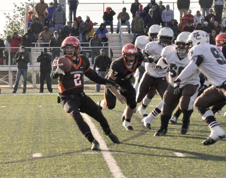 Edwardsville quarterback Dan Marinko makes a pitch against Chicago Mount Carmel in the Class 7A state semifinals.