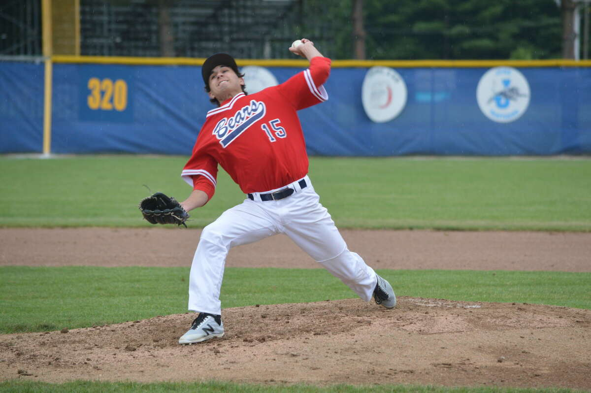 Brandon Hampton of the Edwardsville/Alton Bears delivers a pitch during Saturday's game at Jerseyville.
