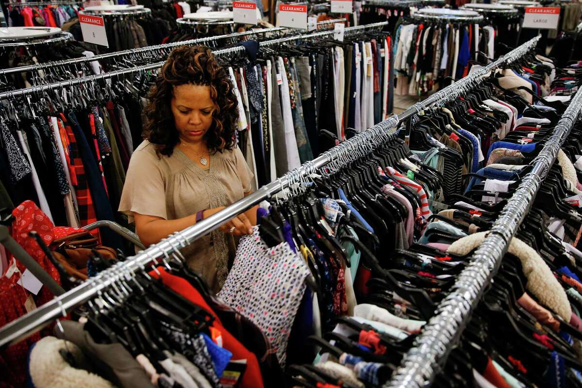 Kathy Walker shops at Nordstrom Rack Monday, Oct. 31, 2016 in Houston. ( Michael Ciaglo / Houston Chronicle )