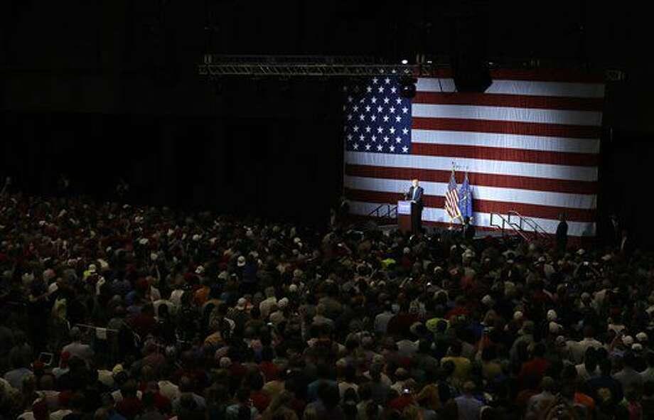 El precandidato presidencial republicano Donald Trump habla durante un acto de campaña en Westfield, Indiana, el martes 12 de julio de 2016. La Asociación Nacional para el Progreso de la Gente de Raza Negra dijo el martes que Trump rechazó una invitación para dirigir un discurso en la cercana convención del grupo. (AP Foto/Darron Cummings) Photo: Darron Cummings