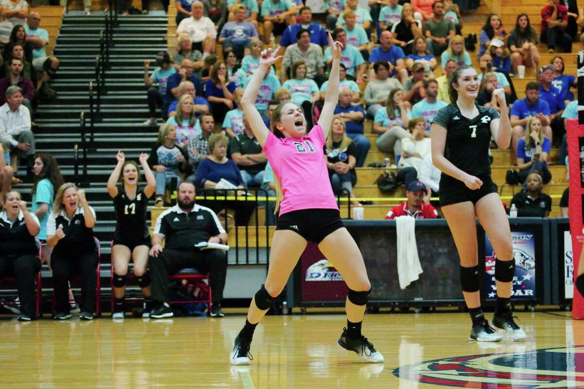 Bi-district playoffs Pearland def. Friendswood 25-19, 21-25, 25-16, 25-16 Pearland's Grace Lee (21) and Brooke Botkin celebrate the team's victory Tuesday night over Friendswood in a Class 6A volleyball playoff match at Dawson High School.