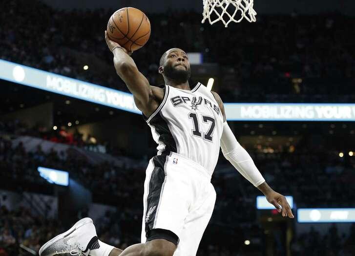 Spurs' Jonathon Simmons dunks against Utah on Nov. 1.