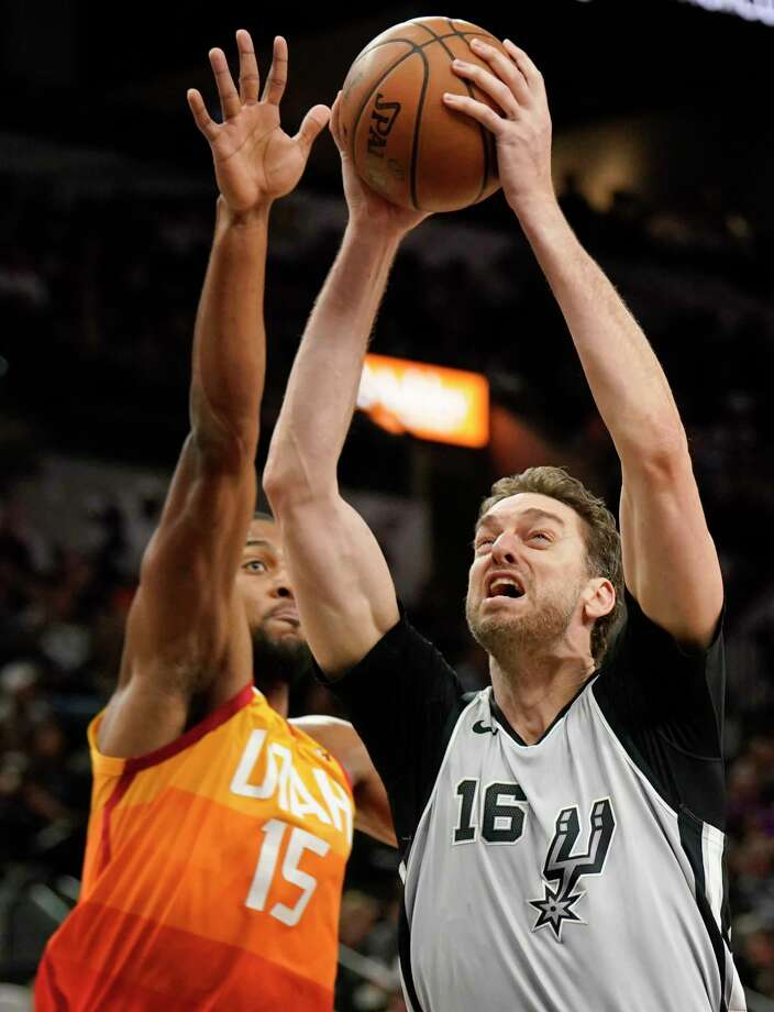 San Antonio Spurs' Pau Gasol (16) shoots against Utah Jazz's Derrick Favors during the first half of an NBA basketball game Friday, March 23, 2018, in San Antonio. (AP Photo/Darren Abate) Photo: Darren Abate, Associated Press / FR115 AP