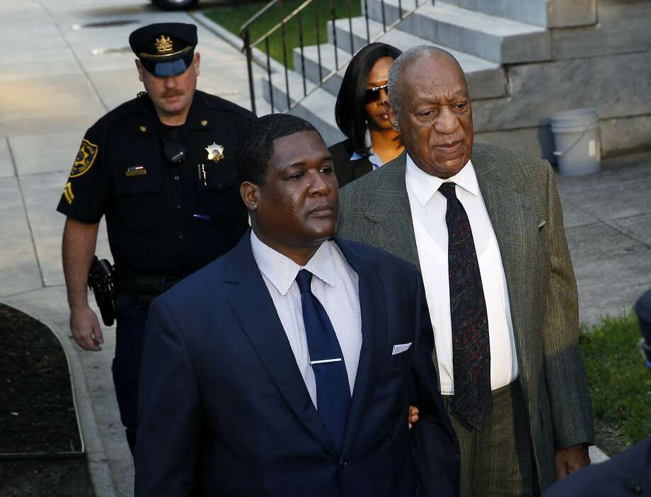 Bill Cosby (right) arrives for a hearing in his sexual assault case at the Montgomery County Courthouse in Norristown, Pa. Photo: Mel Evans, Associated Press