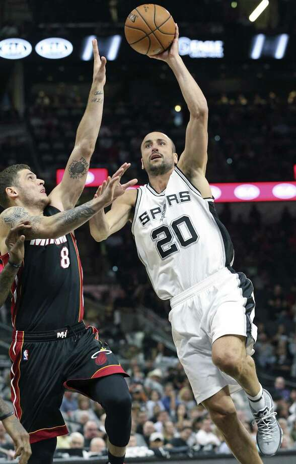 Manu Ginobili goes to the hoop on Tyler Johnson as the Spurs host Miami at the AT&T Center on October 14, 2016. Photo: TOM REEL, STAFF / SAN ANTONIO EXPRESS-NEWS / 2016 SAN ANTONIO EXPRESS-NEWS