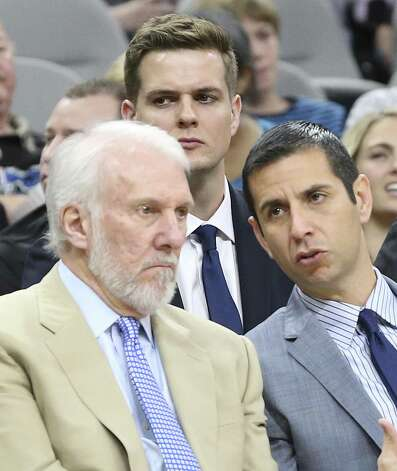 Spurs assistant coach Will Hardy sits directly behind the head coach as the Spurs host Miami at the AT&T Center on October 14, 2016. Photo: TOM REEL, STAFF / SAN ANTONIO EXPRESS-NEWS / 2016 SAN ANTONIO EXPRESS-NEWS
