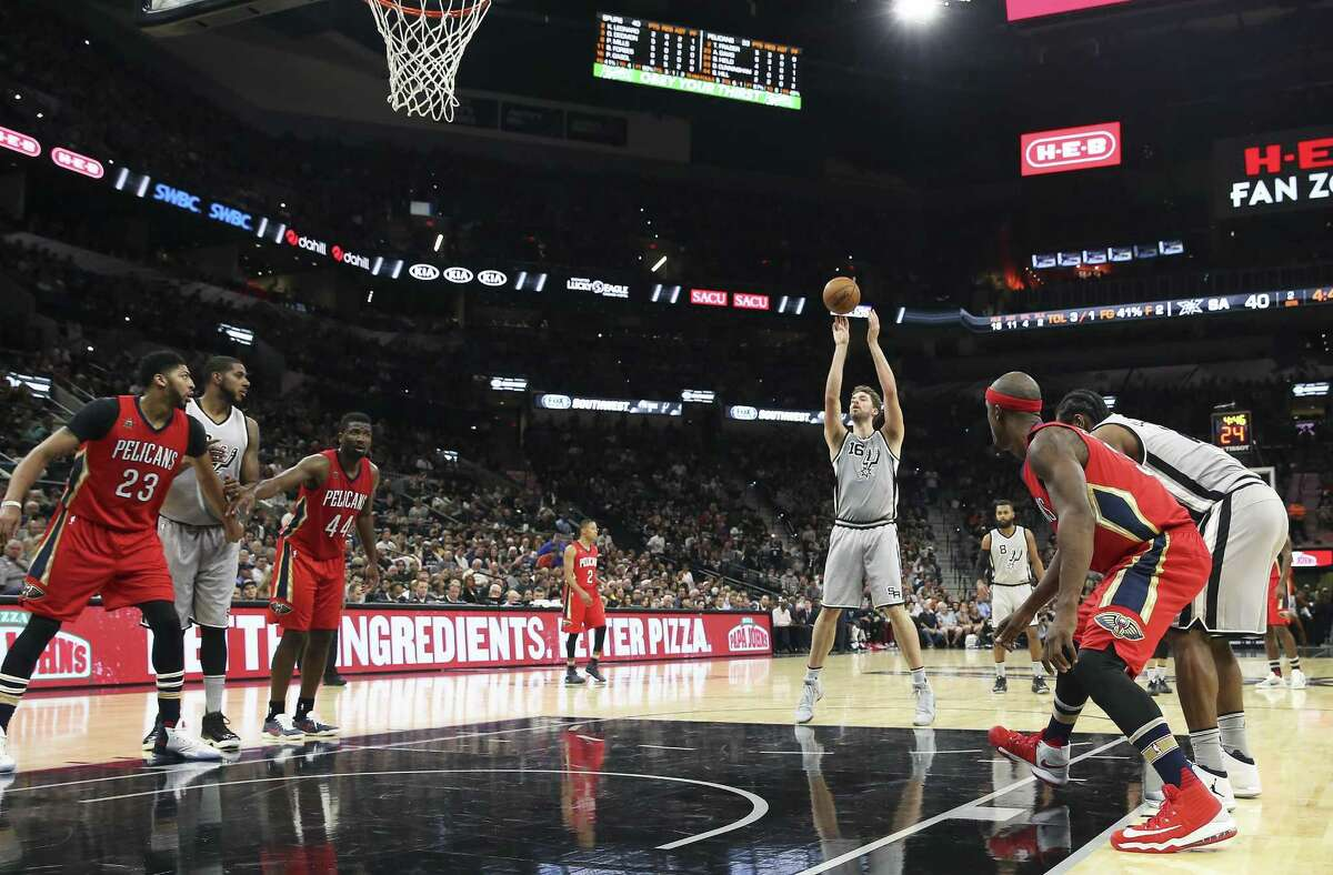 Pau Gasol shoots free throws as the Spurs host the Pelicans at the AT&T Center on October 29, 2016.