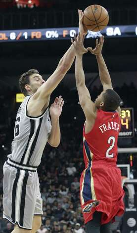 Pau Gasol Tim Frazier as the Spurs host the Pelicans at the AT&T Center on October 29, 2016. Photo: Tom Reel, Staff / San Antonio Express-News / 2016 SAN ANTONIO EXPRESS-NEWS