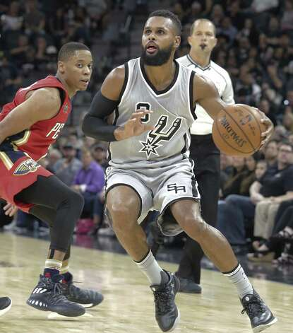Patty Mills springs into the open as the Spurs host the Pelicans at the AT&T Center on October 29, 2016. Photo: Tom Reel, Staff / San Antonio Express-News / 2016 SAN ANTONIO EXPRESS-NEWS