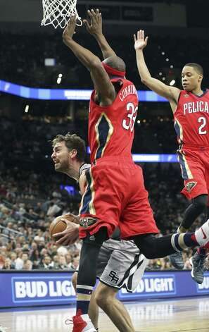 Pau Gasol pump fakes defenders up into the air as the Spurs host the Pelicans at the AT&T Center on October 29, 2016. Photo: Tom Reel, Staff / San Antonio Express-News / 2016 SAN ANTONIO EXPRESS-NEWS