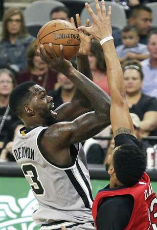 Dewayne Dedmon takes a shot in the key in the second half as the Spurs host the Pelicans at the AT&T Center on October 29, 2016. Photo: Tom Reel, Staff / San Antonio Express-News / 2016 SAN ANTONIO EXPRESS-NEWS