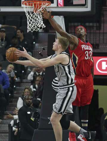 Davis Bretons reverses a layup against Dante Cunningham as the Spurs host the Pelicans at the AT&T Center on October 29, 2016. Photo: Tom Reel, Staff / San Antonio Express-News / 2016 SAN ANTONIO EXPRESS-NEWS