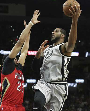 LaMarcus Aldridge gets off a shot against Anthony Davis as the Spurs host the Pelicans at the AT&T Center on October 29, 2016. Photo: Tom Reel, Staff / San Antonio Express-News / 2016 SAN ANTONIO EXPRESS-NEWS